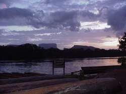 Amanecer en Puerto Ucaima