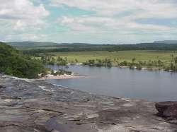 Laguna de Canaima desde el Salto del Sapo