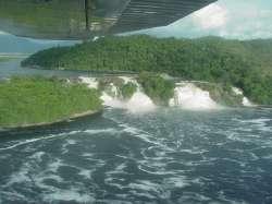Laguna de Canaima desde el Avión