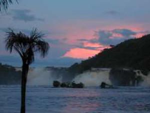 Anochecer en la laguna de Canaima