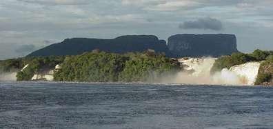 Laguna de Canaima desde el lado
