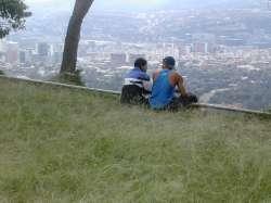 Observando la ciudad a sus pies