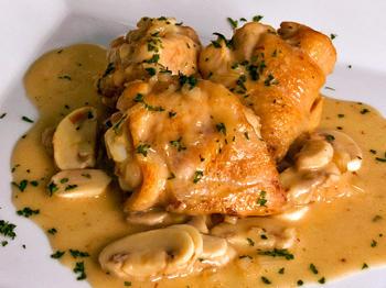 preparar pollo con champinones