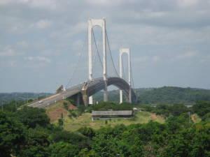 El puente Angostura desde la costa de Anzoategui