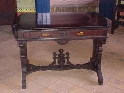 Réplica del escritorio usado para dar los toques finales al discurso del congreso de Angostura
