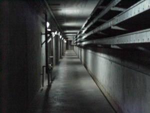 Pasillo interno dentro de la represa del Guri