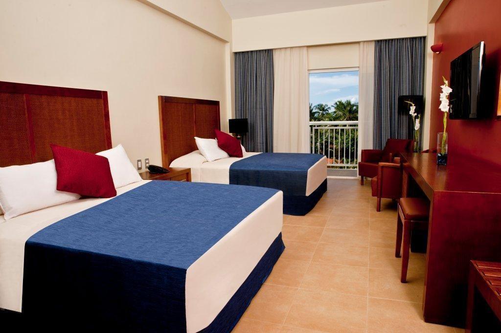 Hesperia playa el agua amplias habitaciones for Hoteles con habitaciones comunicadas playa