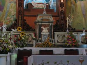 Detalle del altar de la iglesia