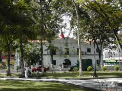 Palacio de gobierno en la plaza Bolívar de Maturín