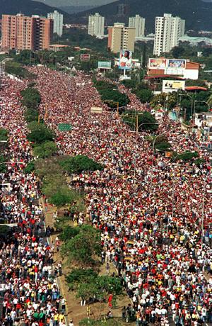Millones de personas acuden al llamado de la fe - Divina Pastora