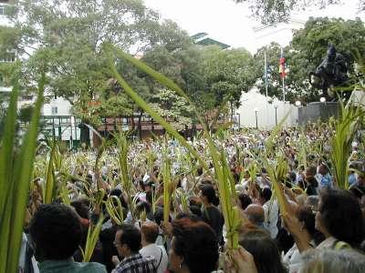 Misa de Domingo de Ramos en la Plaza Bolívar de Chacao